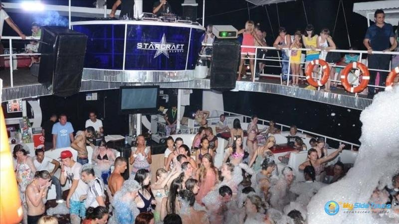Party disco boat